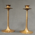 A pair of Arts & Crafts bronze candlesticks - picture 3